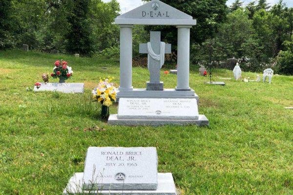 Hunt-Memorials-Monuments-Tombstones-Family-30
