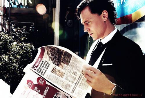 Tom-Hiddleston-tom-hiddleston-28857010-500-337