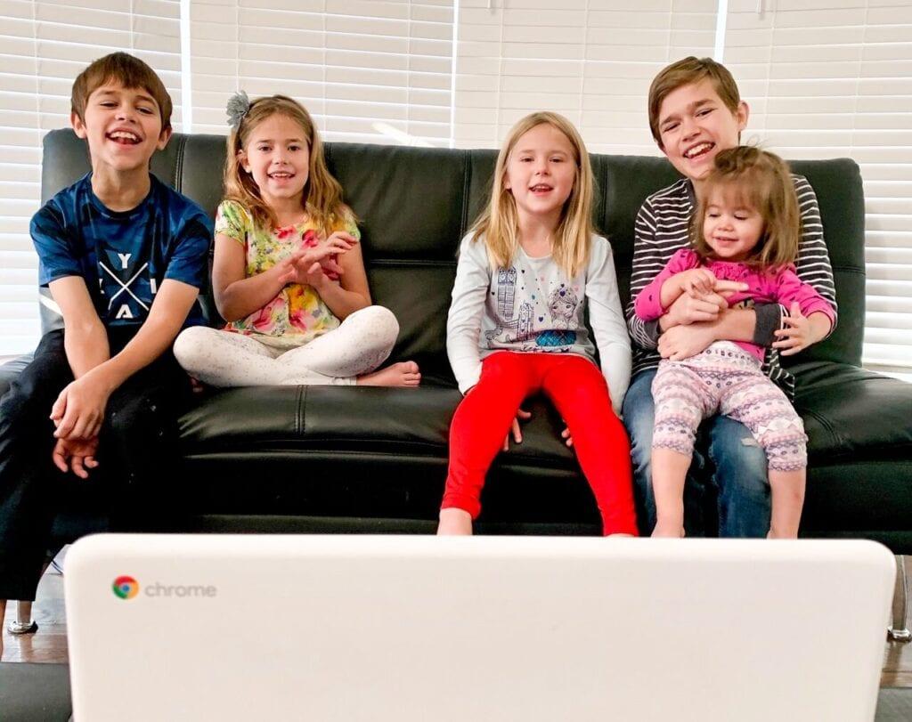 Children singing to Grow and Sing Studios Kindermusik Virtual Classes