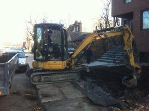 Notre machinerie et employé à l'oeuvre sur un chantier à Montréal