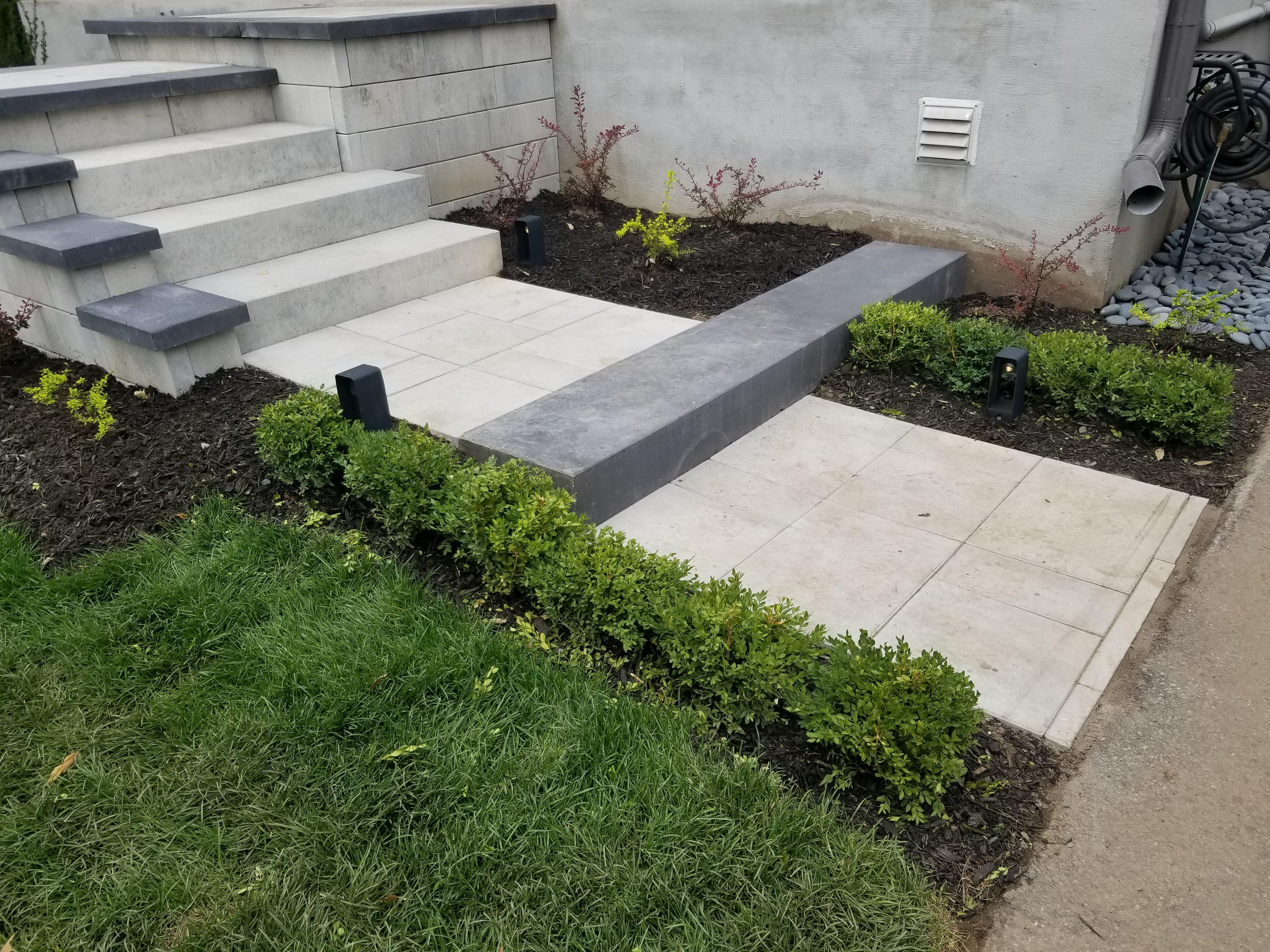 descente d'escalier en bloc de muret et marche modulaire