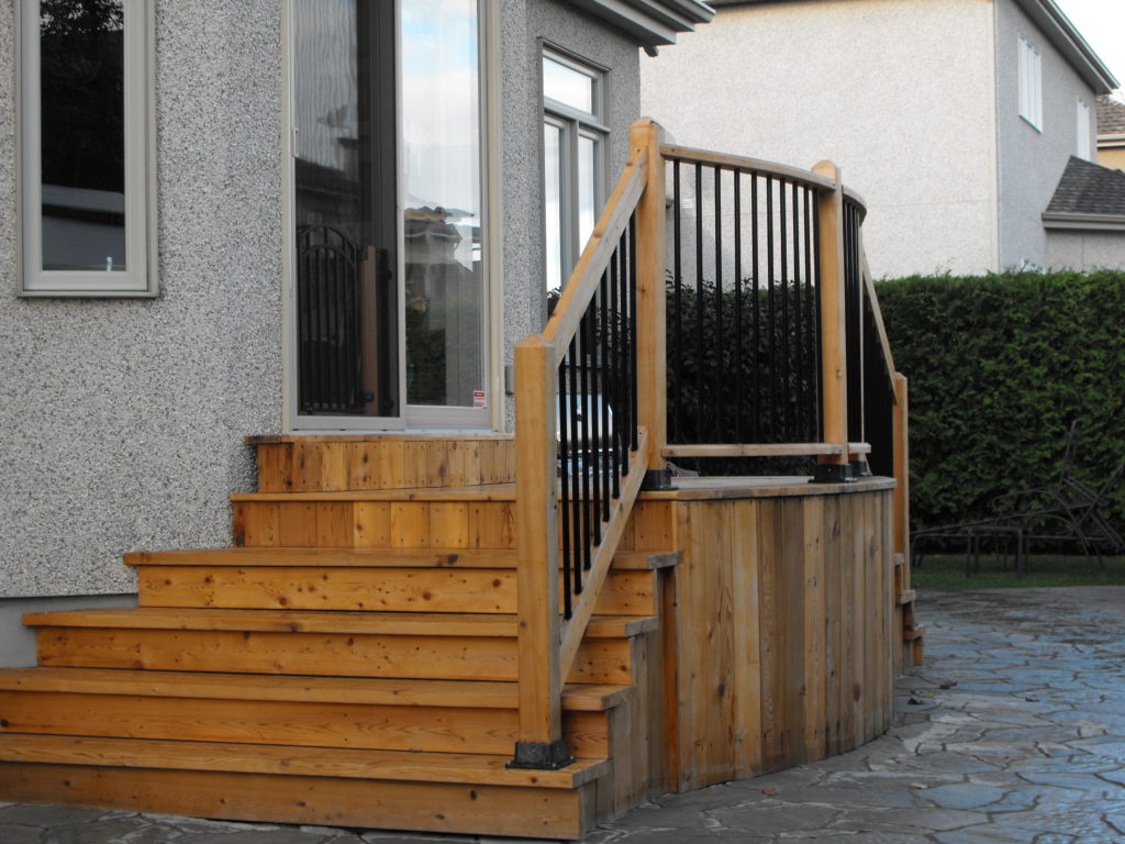 balcon fabriqué sur mesure en cedre rouge Montréal, Beloeil et Mont-St hilaire