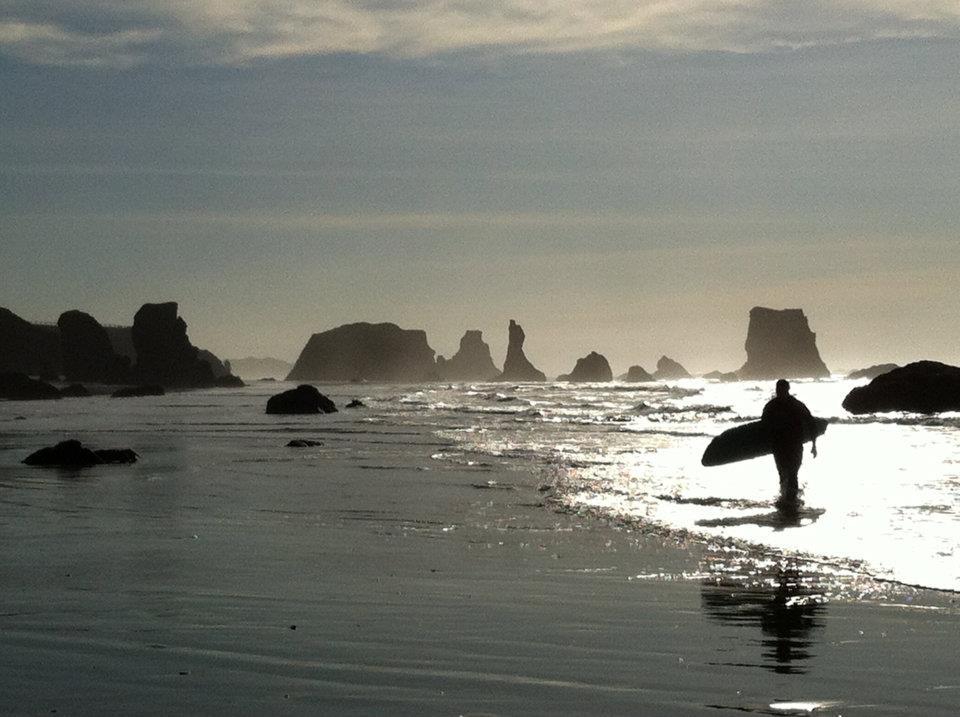 lone_winter_surfer
