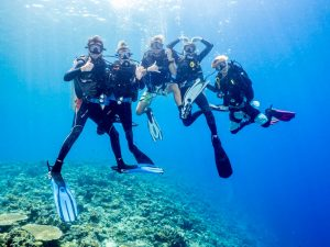Group of friends completing a Padi Open Water Course with Submariner Diving Center