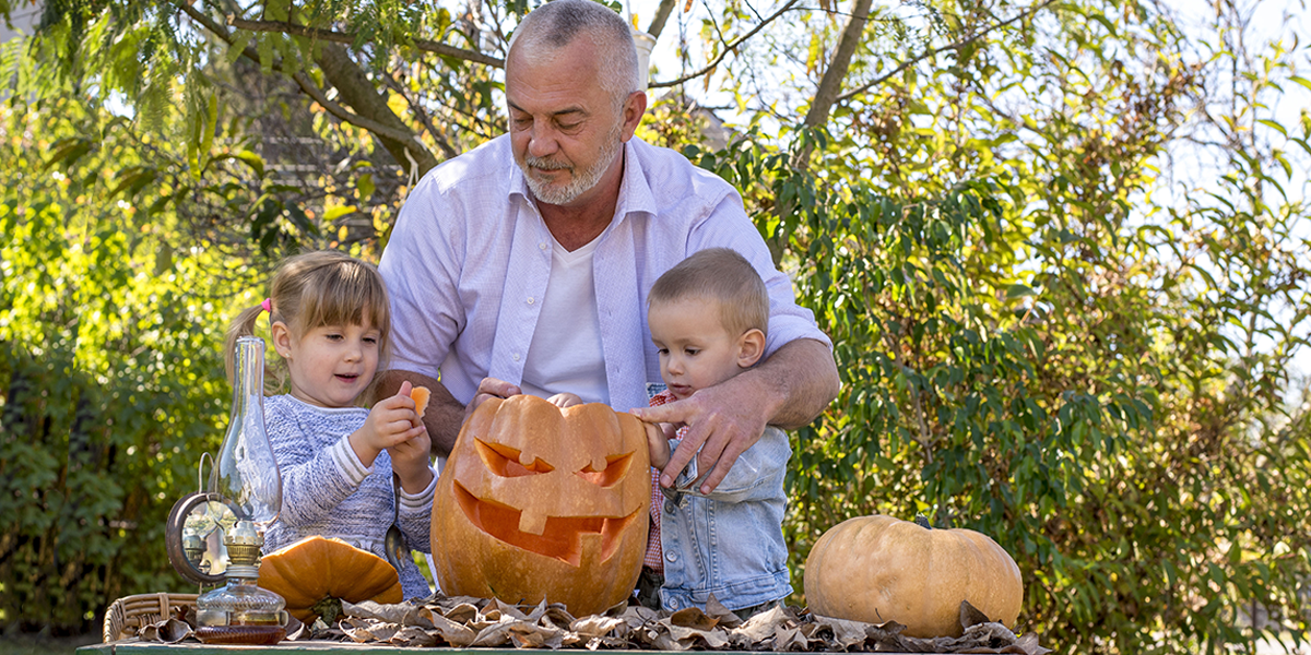 Residents with Dementia-carving-pumkin-with-grandkids