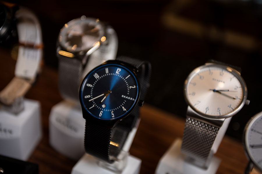Furnishings & Accessories - watch detail