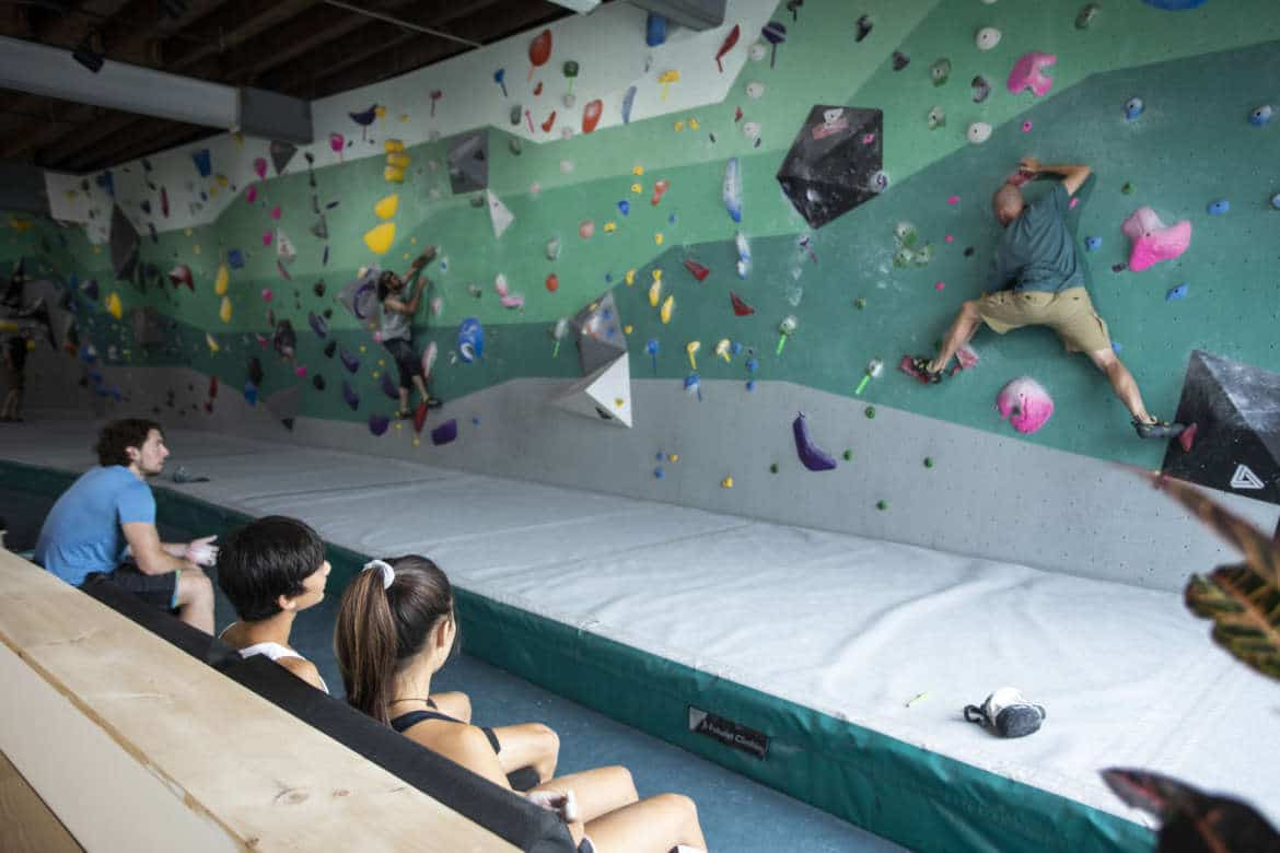 Intro to bouldering class