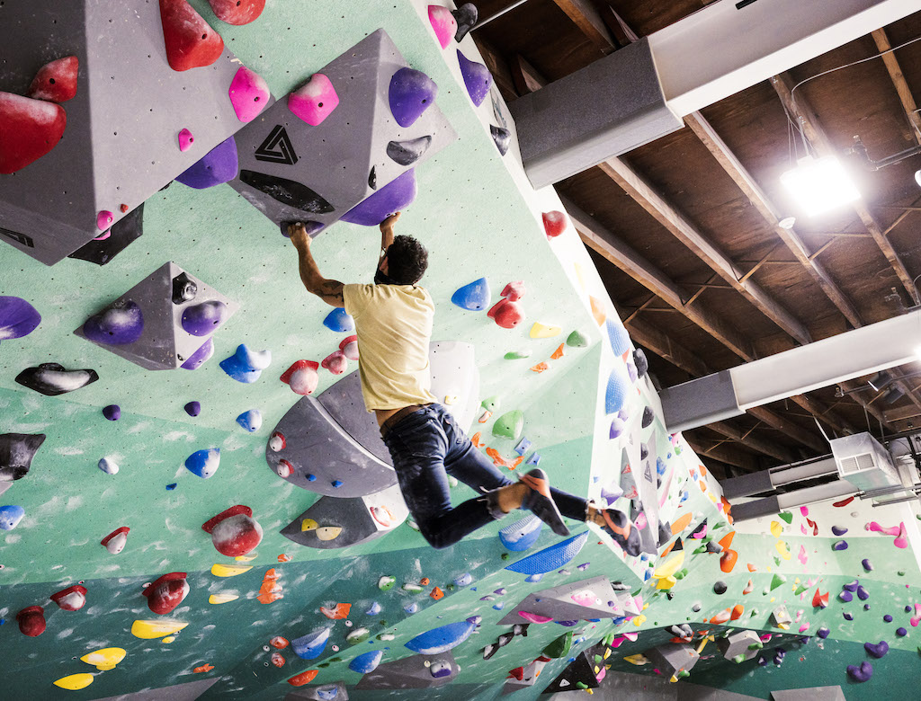Bouldering 201 - climbing member