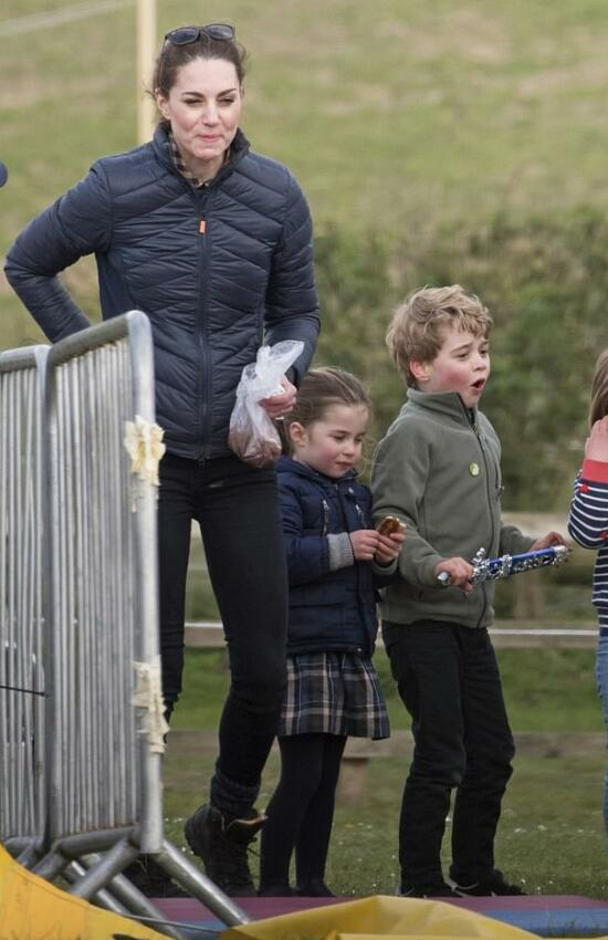 Casual Kate and Kids Out in Norfolk for Fun Family Day with the Tindalls