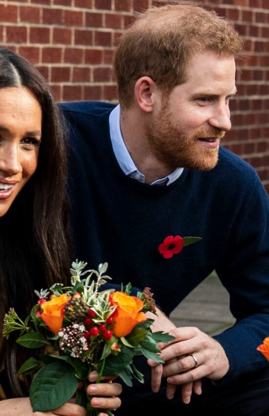 Meghan Markle Meets with Military Families in Massimo Dutti