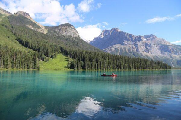 lake-3593378_1280