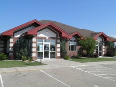 An exterior shot of the Menasha Family Dentistry office on a bright day