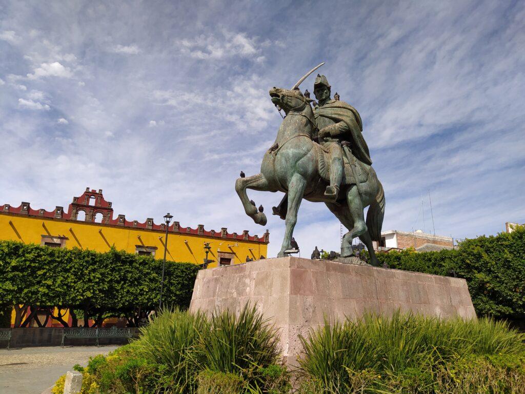 General Allende statue in the Civic Plaza near the mercado, San Miguel de Allende