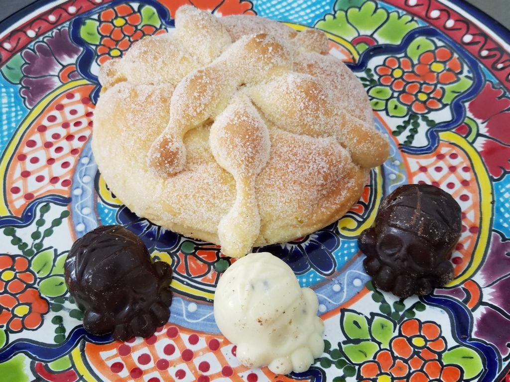 Pan de Muerto with chocolate skulls