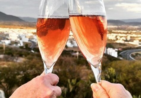 Sparkling wine toast
