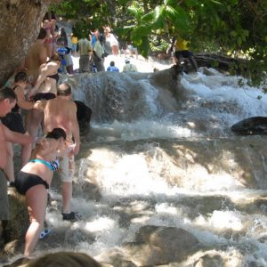 dunns-river-climbing-the-falls