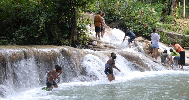 dunns-river-enjoying-the-falls