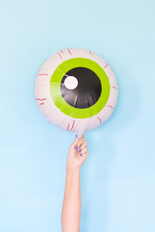 DIY Eyeball Balloons for Halloween | Club Crafted