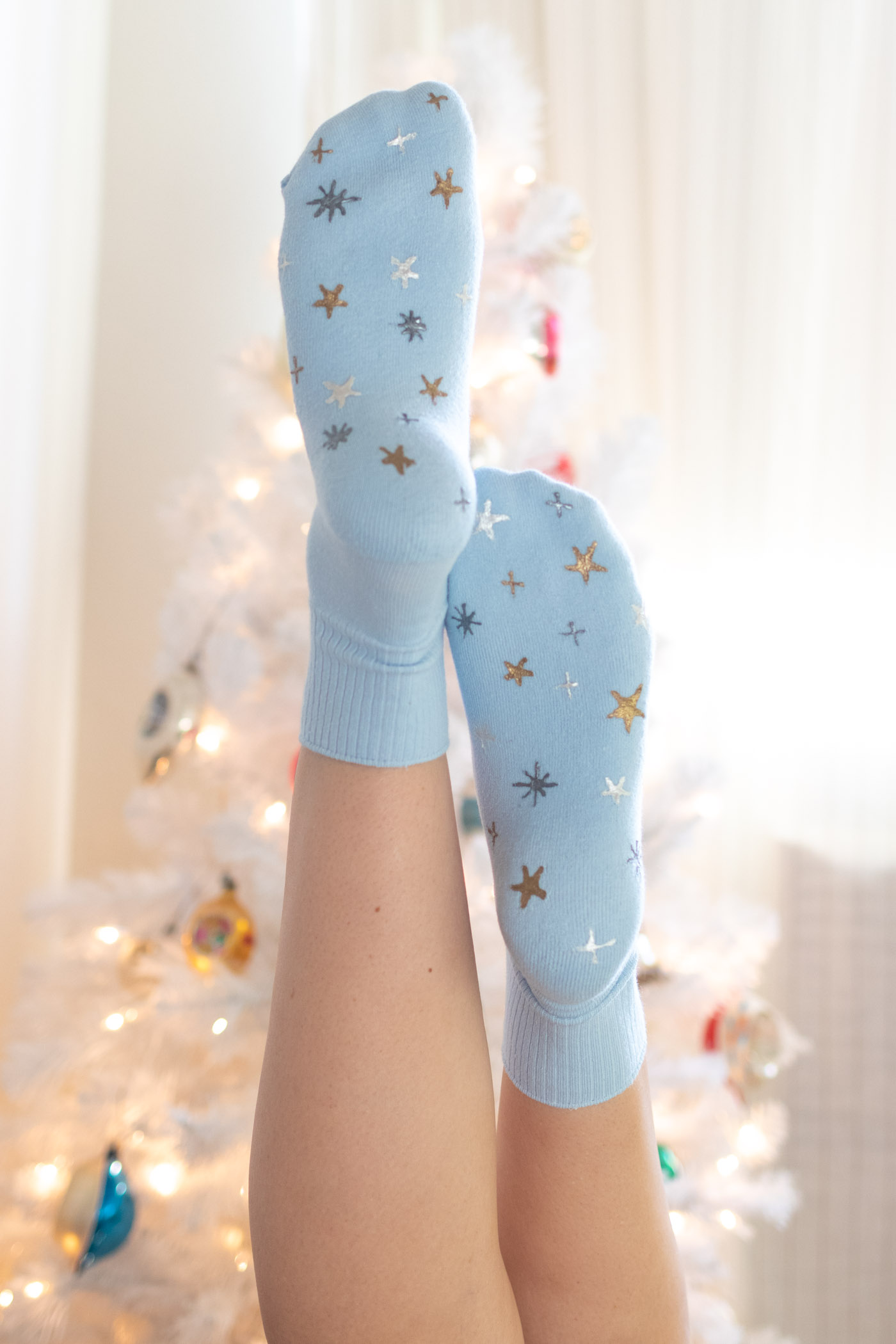 DIY Starry Painted Grip Socks // Make your own grip socks using Tulip Dimensional Paints! Add a holiday-themed star pattern in metallic paint for a fun DIY gift or to keep you cozy during cold weather! #ad #painting #puffypaint #socks #giftideas #christmas #holidayseason