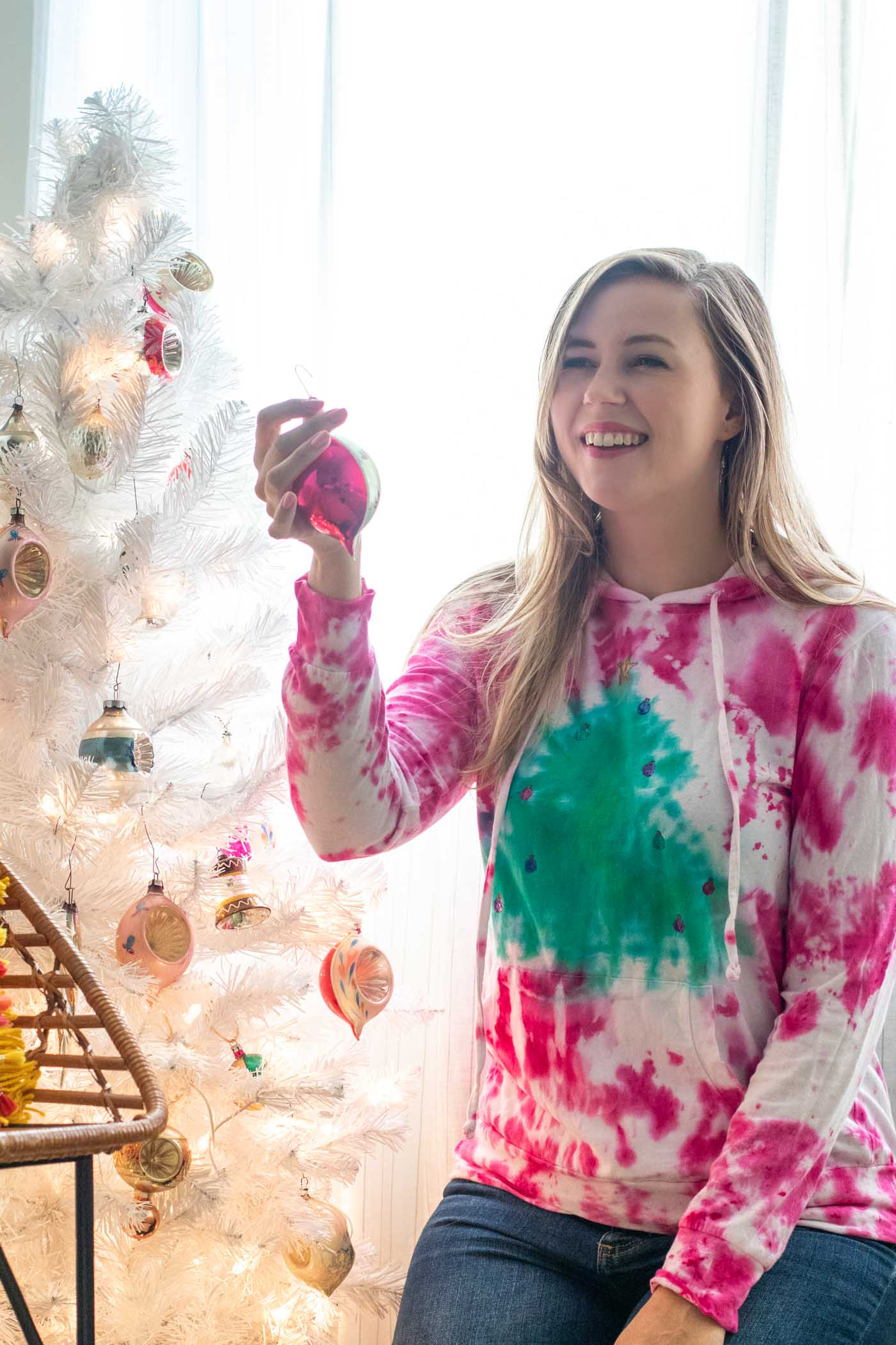 Tie Dye Christmas Tree Sweater // 2-Minute Tie Dye Tutorial // How to tie dye a Christmas sweater with a tree pattern using new Tulip 2-Minute Tie Dye #ad #tiedye #christmas #christmastree #christmasfashion #fabric #fabricpaint