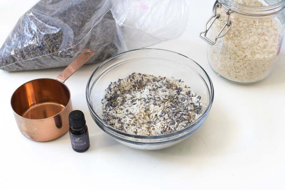 bowl of rice and lavender for filling pillow