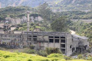 Cementera Samper desde la via al Parque Nacional Chingaza