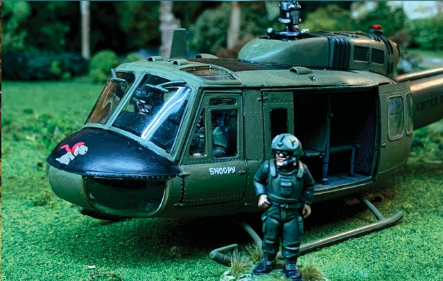 Huey pilot 28mm miniature