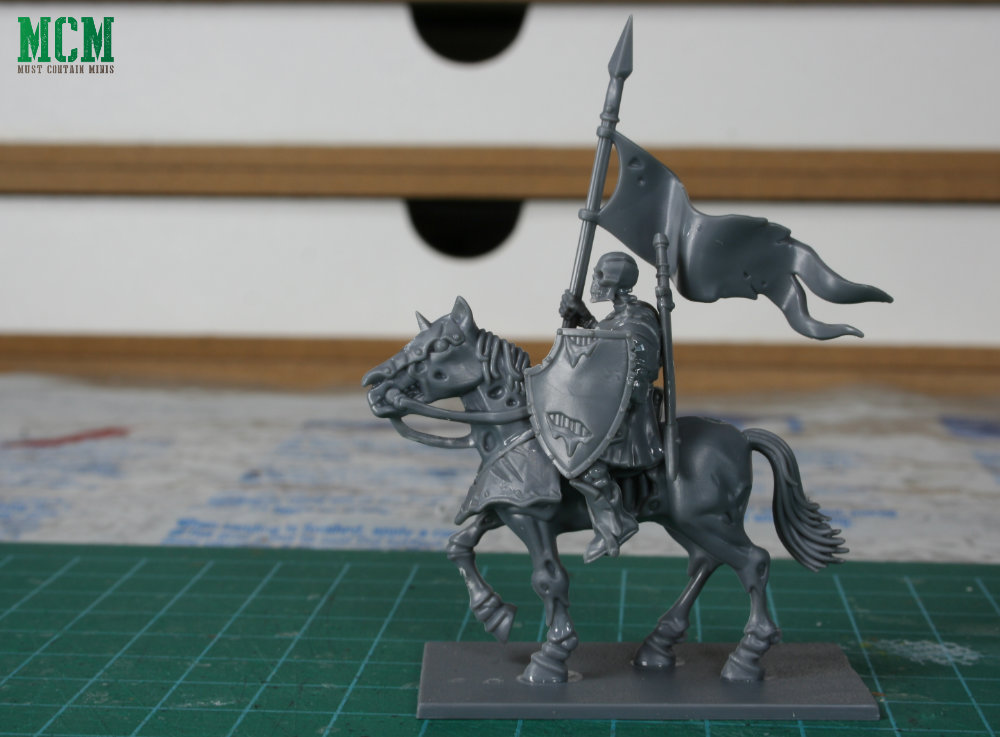 A Living Dead Knight Flag Bearer for Forgotten World - 28mm miniature