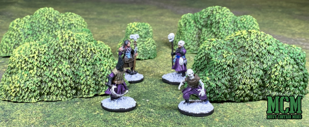 Forstgrave miniatures with pre-painted bushes - terrain review