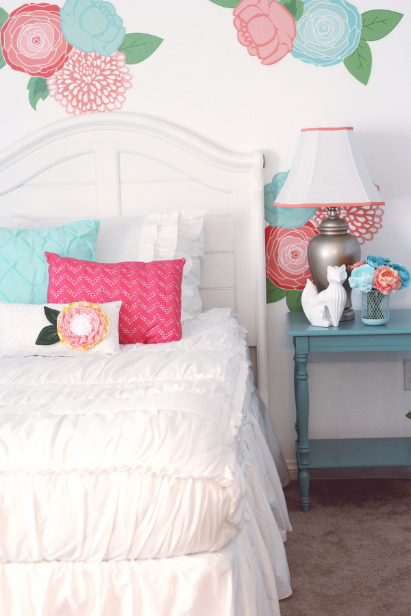 Girl's Room Makeover. LOVE this Beddy's Bedding! Cute.
