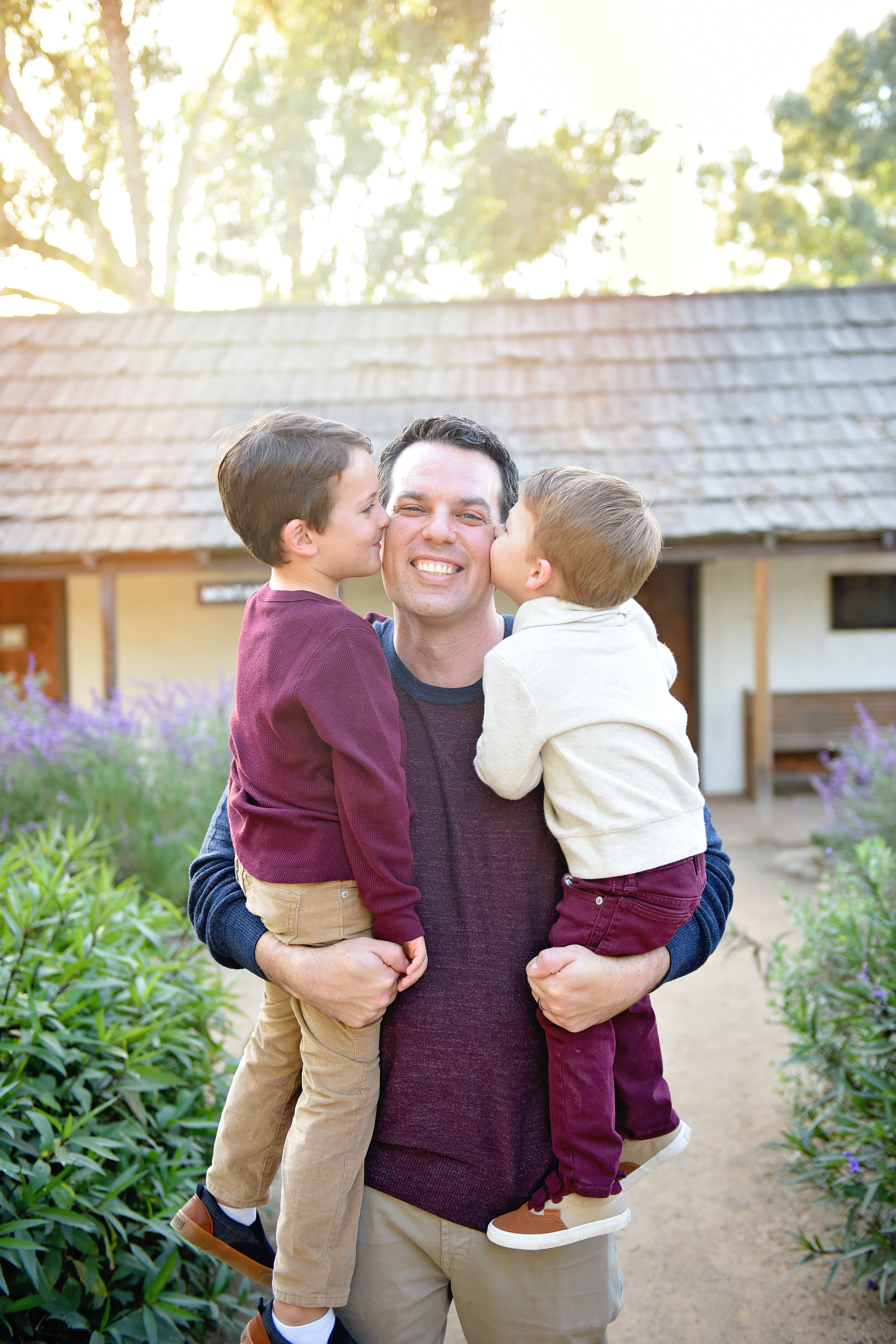 Kids kissing daddy , Orange county family photographer , Orange county child photographer