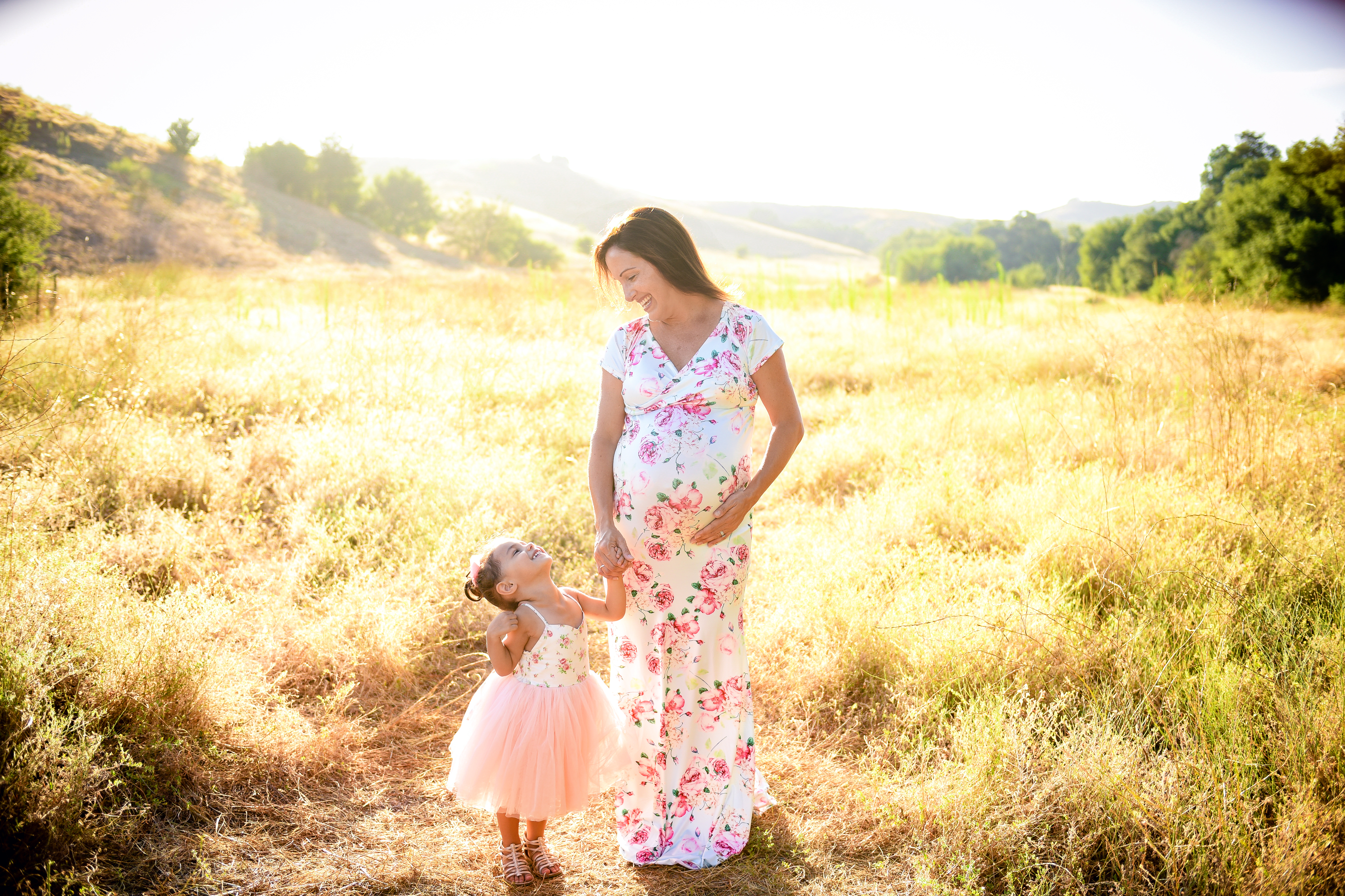 Maternity pictures in a field | mommy and daughter maternity pictures