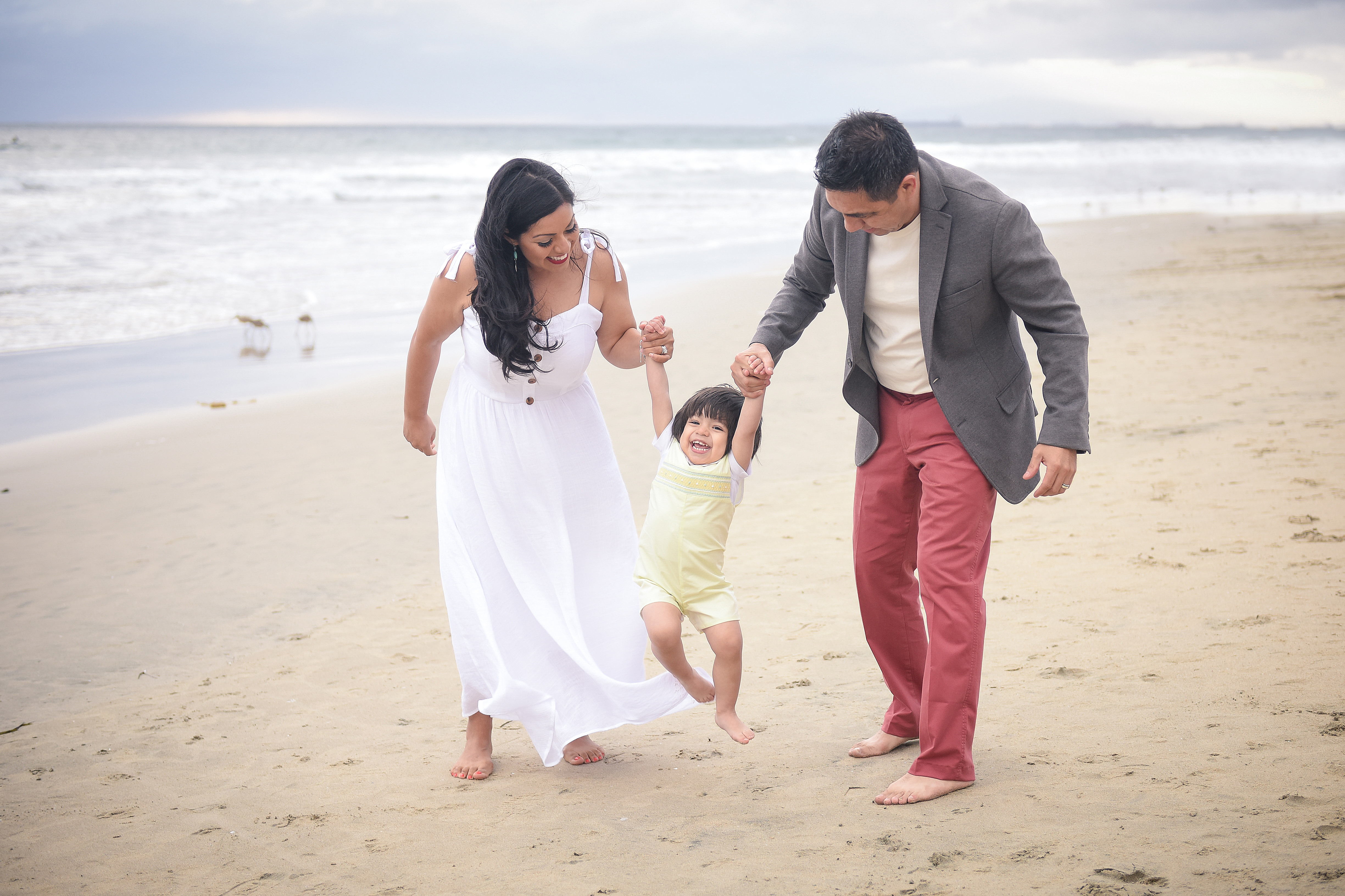 Family beach pictures | poses for a family beach photoshoot | orange county family photographer