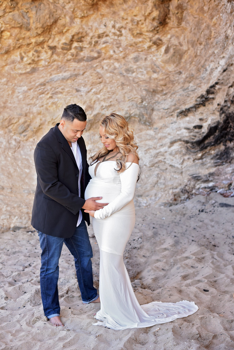 Orange county maternity photographer | maternity beach pictures