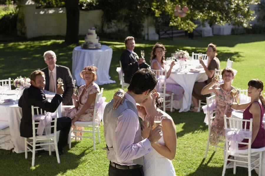 Make Your Wedding Banquet a Beautiful Romantic Money Saver