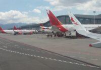 Extensión de la restricción al transporte aéreo internacional en Colombiapone en riesgo diversos sectores económicos