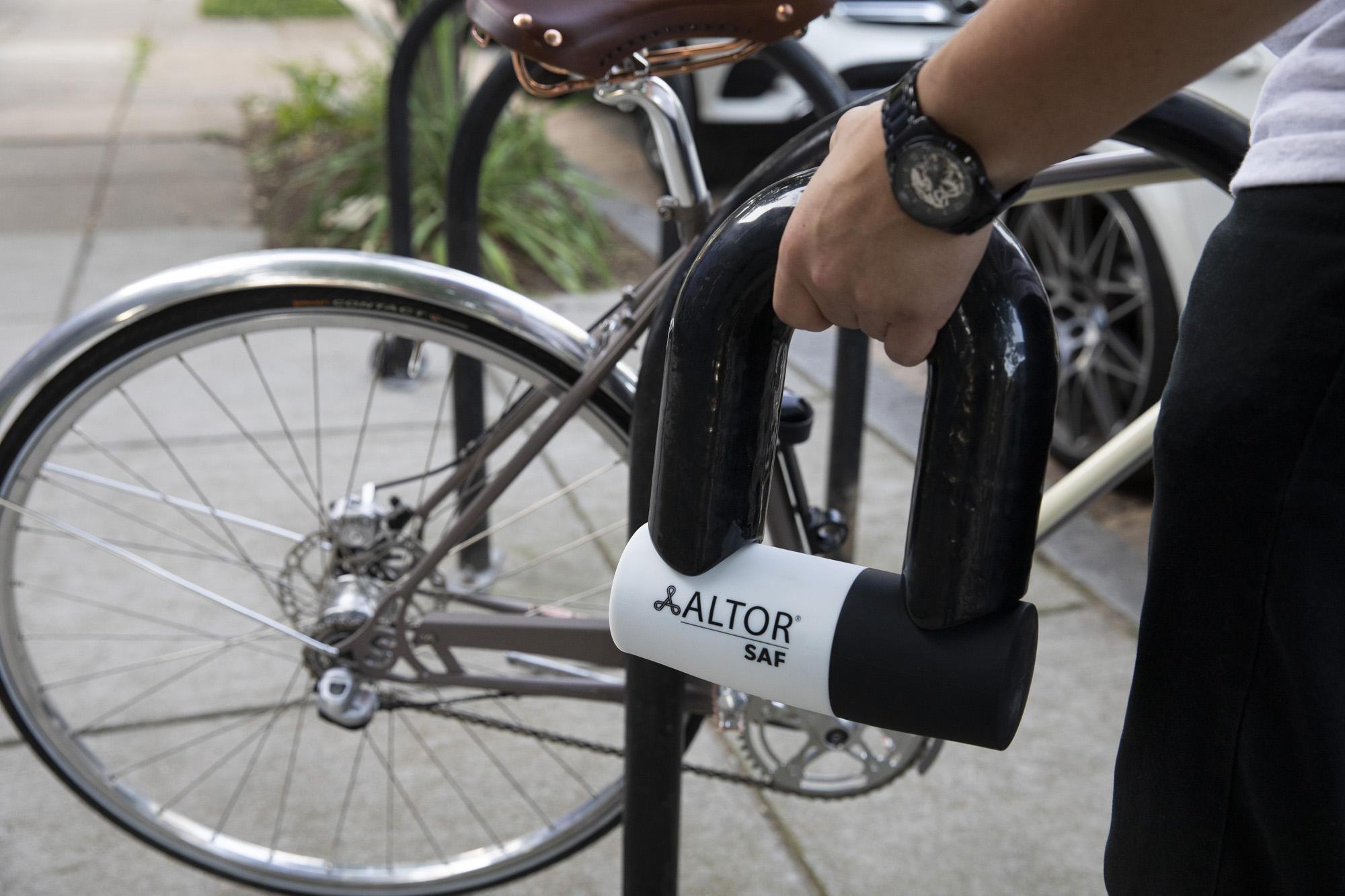 SAF-lock-in-hands-bike-background