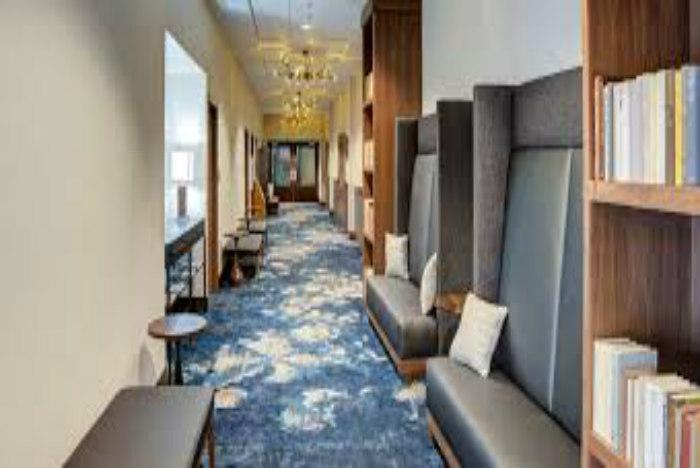 DoubleTree by Hilton Harrisonburg hallway700