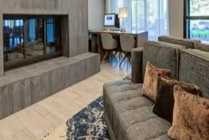 DoubleTree by Hilton Harrisonburg sitting area700