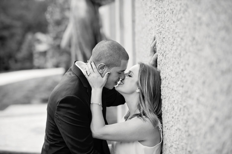 couple kissing black and white photo
