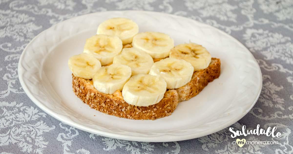 Pan Con Mantequilla De Cacahuate Y Plátano, Desayuno Sencillo