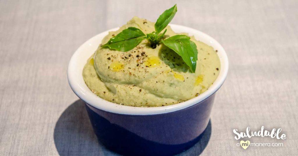 Hummus casero de garbanzo y albahaca muy fácil de preparar