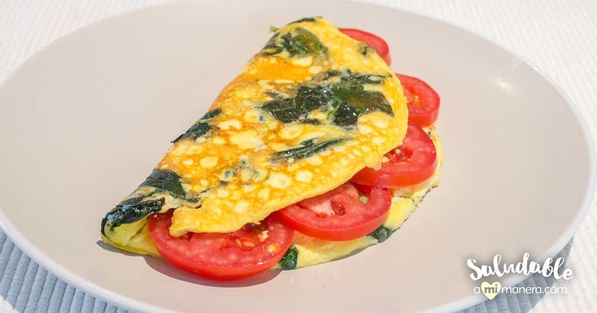 Omelette Esponjoso Con Yogurt Griego, Espinaca Y Jitomate