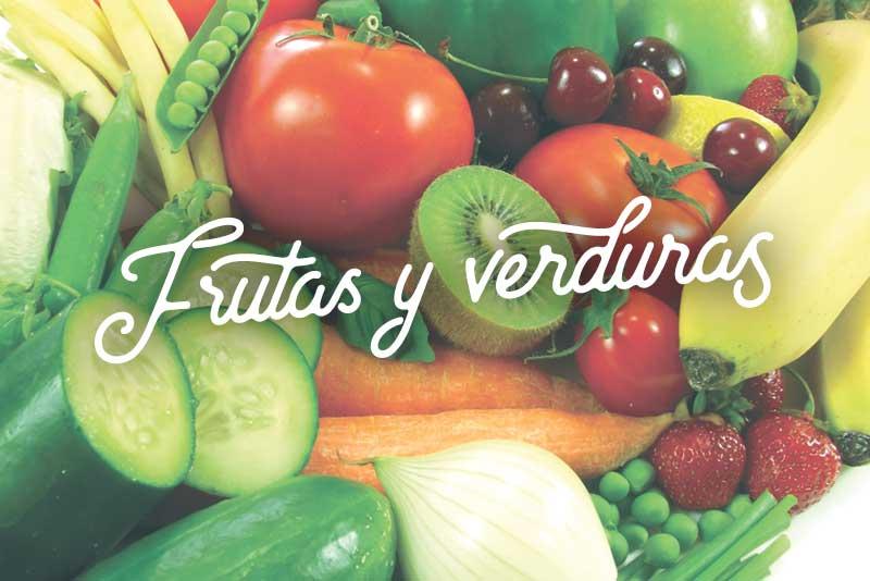 Frutas y verduras en refrigerador saludable