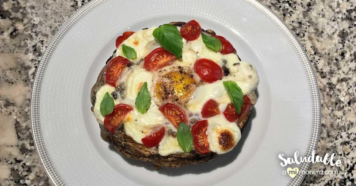 Portobello Al Horno Relleno De Huevo, Mozzarella Y Tomates Cherry