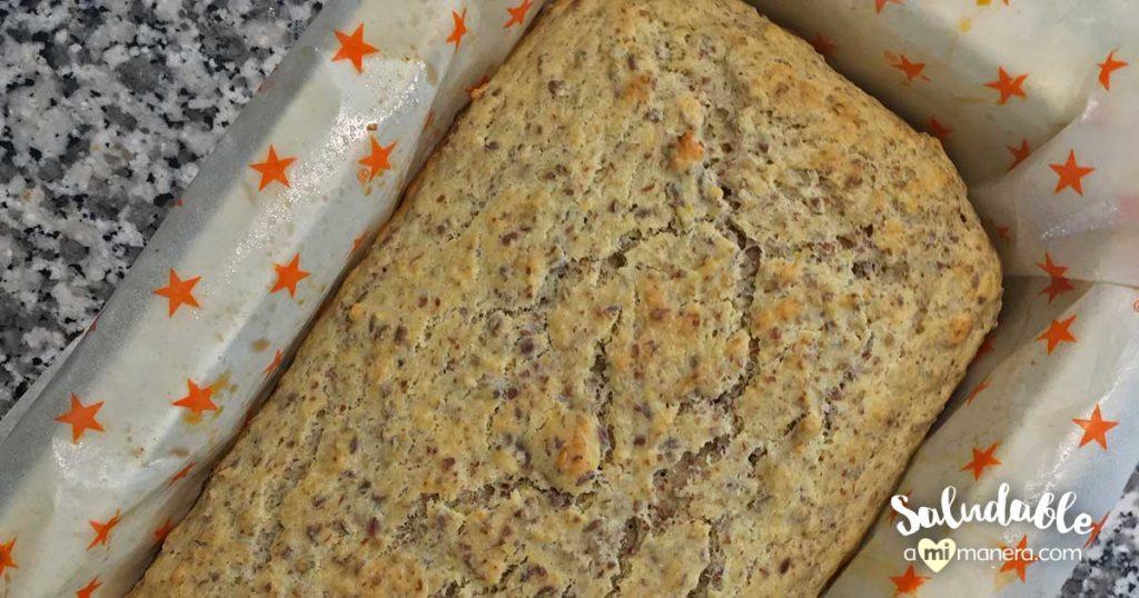 Pan de yogurt natural y linaza hecho en casa