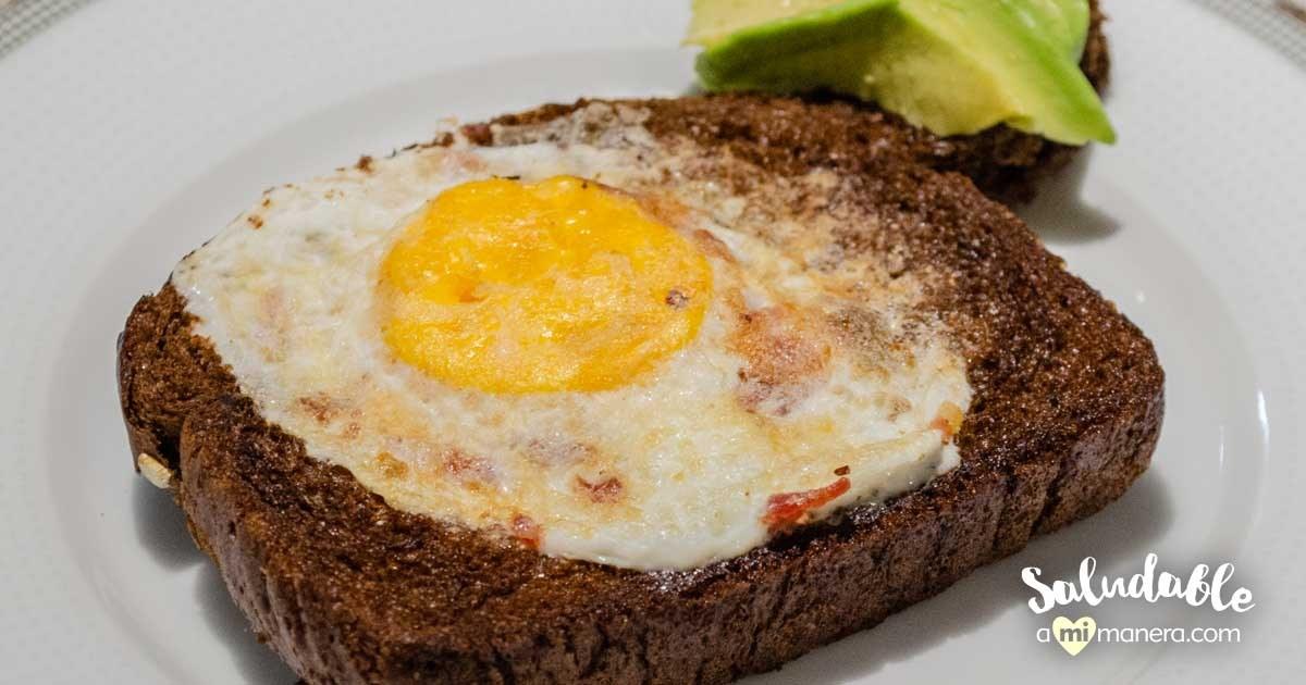 Huevos En Canasta Con Pan De Centeno Y Aguacate