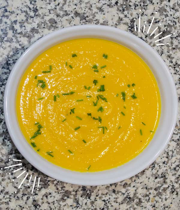 Crema de zanahoria con chayote y yogurt griego