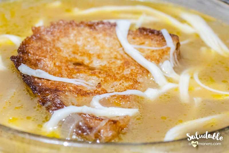 Sopa de cebolla estilo francés