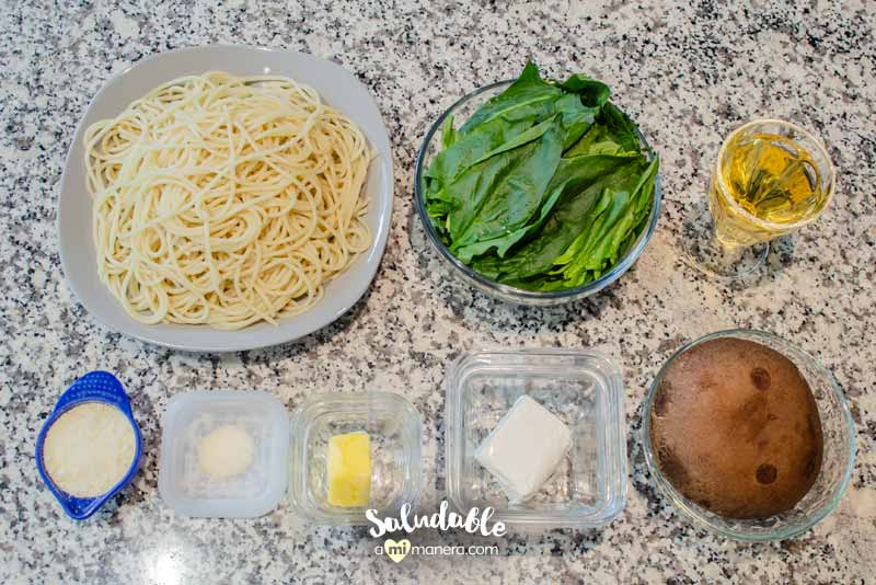 Pasta con espinacas y portobello